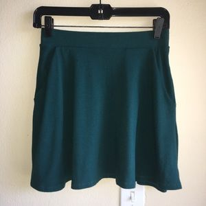 H&M Forest Green Skirt with Pockets🌿